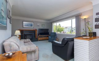 Photo 3: 1064 Willow St in : SE Lake Hill House for sale (Saanich East)  : MLS®# 850288