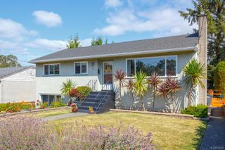 Photo 1: 1064 Willow St in : SE Lake Hill House for sale (Saanich East)  : MLS®# 850288