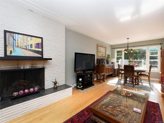 Photo 2: 1155 Royal Oak Dr in : SE Sunnymead House for sale (Saanich East)  : MLS®# 851433