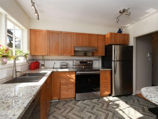 Photo 5: 1155 Royal Oak Dr in : SE Sunnymead House for sale (Saanich East)  : MLS®# 851433
