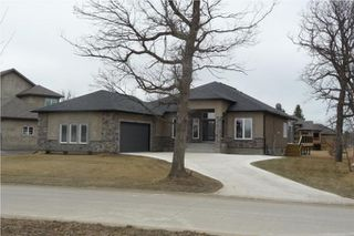 Photo 1: 372 Oak Forest CR in Winnipeg: Westwood / Crestview Residential for sale (West Winnipeg)  : MLS®# 1005142