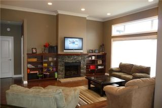 Photo 3: 372 Oak Forest CR in Winnipeg: Westwood / Crestview Residential for sale (West Winnipeg)  : MLS®# 1005142