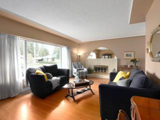 Photo 2: 824 CRESTWOOD Drive in Coquitlam: Harbour Chines House for sale : MLS®# R2433765