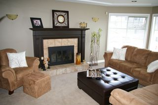 Photo 3: 10247 CRYSTAL: House for sale : MLS®# h1103096