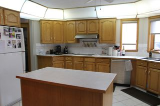 Photo 4: 75 Harwood Drive in St. Albert: House for rent