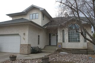 Photo 1: 75 Harwood Drive in St. Albert: House for rent