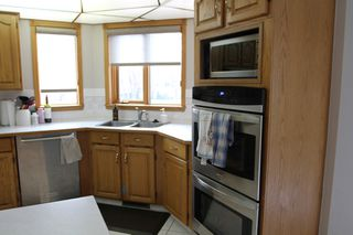Photo 3: 75 Harwood Drive in St. Albert: House for rent