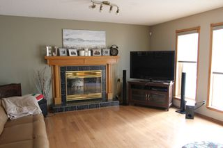 Photo 2: 75 Harwood Drive in St. Albert: House for rent