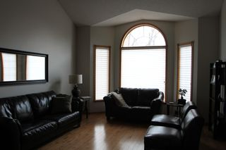 Photo 9: 75 Harwood Drive in St. Albert: House for rent