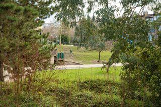 """Photo 14: 212 2228 MARSTRAND Avenue in Vancouver: Kitsilano Condo for sale in """"UNO"""" (Vancouver West)  : MLS®# R2437047"""
