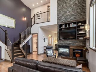 Photo 2: 2122B 52 Avenue SW in Calgary: North Glenmore Park Semi Detached for sale : MLS®# A1033490