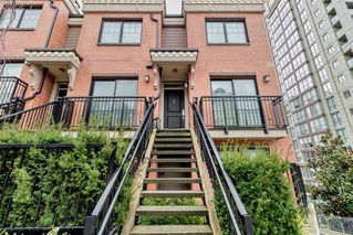 """Photo 2: 8 838 ROYAL Avenue in New Westminster: Downtown NW Townhouse for sale in """"BRICKSTONE WALK 2"""" : MLS®# R2501048"""