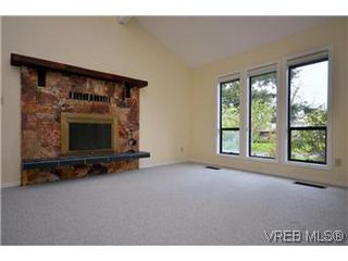 Photo 3: 4002 Dawnview Crescent in VICTORIA: SE Arbutus Residential for sale (Saanich East)  : MLS®# 298269