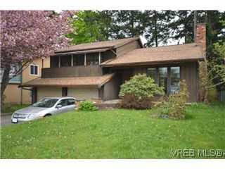 Photo 1: 4002 Dawnview Crescent in VICTORIA: SE Arbutus Residential for sale (Saanich East)  : MLS®# 298269