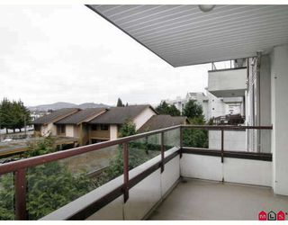 Photo 10: 304 2526 LAKEVIEW Crescent in Abbotsford: Central Abbotsford Condo for sale : MLS®# F2806584