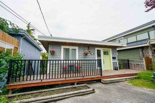 Photo 2: 867 HABGOOD Street: White Rock House for sale (South Surrey White Rock)  : MLS®# R2424488