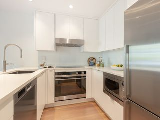 "Photo 8: 211 1230 HARO Street in Vancouver: West End VW Condo for sale in ""1230 Haro"" (Vancouver West)  : MLS®# R2447651"