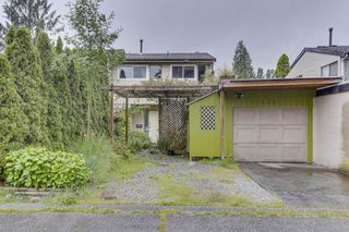 Photo 1: 870 PINEBROOK Place in Coquitlam: Meadow Brook 1/2 Duplex for sale : MLS®# R2464151