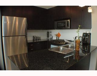 "Photo 2: 708 39 6TH Street in New Westminster: Downtown NW Condo for sale in ""QUANTUM"" : MLS®# V785801"