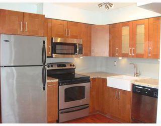 Photo 3: 19 430 E 8TH Avenue in Vancouver: Mount Pleasant VE Condo for sale (Vancouver East)  : MLS®# V811159