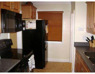 Photo 4: 320 SACKVILLE Street in WINNIPEG: St James Residential for sale (West Winnipeg)  : MLS®# 2913994