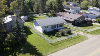 Photo 3: 5907 50 Avenue: Rural Lac Ste. Anne County House for sale : MLS®# E4177002