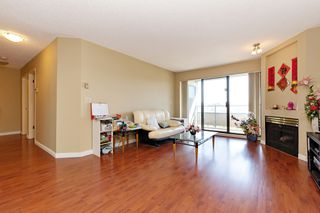 "Photo 5: 311 2925 GLEN Drive in Coquitlam: North Coquitlam Condo for sale in ""GLENBOROUGH"" : MLS®# R2492747"