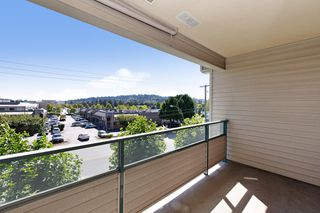 "Photo 18: 311 2925 GLEN Drive in Coquitlam: North Coquitlam Condo for sale in ""GLENBOROUGH"" : MLS®# R2492747"