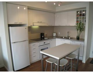 "Photo 3: 703 131 REGIMENT Square in Vancouver: Downtown VW Condo for sale in ""SPECTRUM"" (Vancouver West)  : MLS®# V786858"