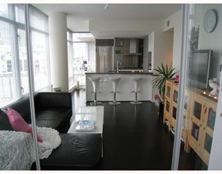 "Photo 1: 908 788 RICHARDS Street in Vancouver: Downtown VW Condo for sale in ""L'HERMITAGE"" (Vancouver West)  : MLS®# V808783"