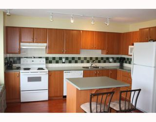 """Photo 2: 25 2351 PARKWAY Boulevard in Coquitlam: Westwood Plateau Townhouse for sale in """"WINDANCE"""" : MLS®# V767577"""