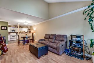 "Photo 2: 423 3 RIALTO Court in New Westminster: Quay Condo for sale in ""The Rialto"" : MLS®# R2408351"