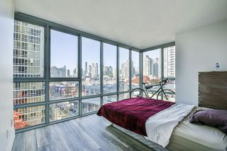 "Photo 13: 903 930 CAMBIE Street in Vancouver: Yaletown Condo for sale in ""PACIFIC PLACE LANDMARK II"" (Vancouver West)  : MLS®# R2422191"