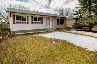 Main Photo: 224 Webster Avenue in Winnipeg: South Transcona Residential for sale (3N)  : MLS®# 202007128