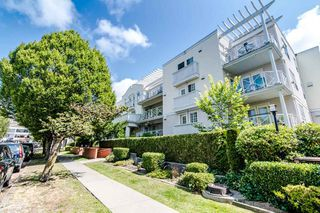 "Main Photo: 208 5788 VINE Street in Vancouver: Kerrisdale Condo for sale in ""THE VINEYARD"" (Vancouver West)  : MLS®# R2390912"