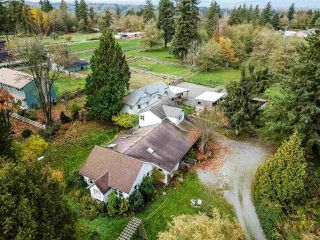 """Photo 3: 19467 78TH Avenue in Surrey: Clayton House for sale in """"Clayton"""" (Cloverdale)  : MLS®# R2414756"""