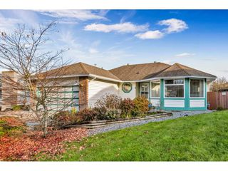 """Photo 2: 23068 121A Avenue in Maple Ridge: East Central House for sale in """"Bolsom Park"""" : MLS®# R2422240"""
