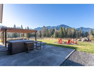 Photo 15: 5175 FARNHAM Road in Chilliwack: Ryder Lake House for sale (Sardis)  : MLS®# R2446797