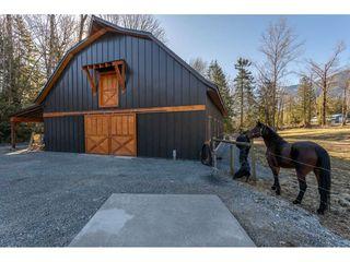 Photo 12: 5175 FARNHAM Road in Chilliwack: Ryder Lake House for sale (Sardis)  : MLS®# R2446797