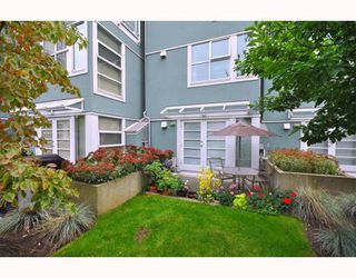"""Photo 33: 103 1920 E KENT SOUTH Avenue in Vancouver: Fraserview VE Townhouse for sale in """"HARBOUR HOUSE"""" (Vancouver East)  : MLS®# V802219"""