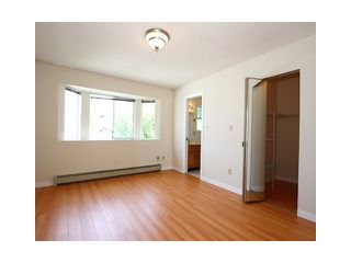 """Photo 6: 2039 E 13TH Avenue in Vancouver: Grandview VE House for sale in """"TROUT LAKE"""" (Vancouver East)  : MLS®# V831057"""
