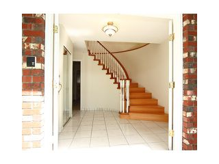 """Photo 2: 2039 E 13TH Avenue in Vancouver: Grandview VE House for sale in """"TROUT LAKE"""" (Vancouver East)  : MLS®# V831057"""