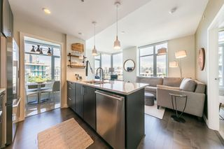 Photo 4: 908 38 W 1ST Avenue in Vancouver: False Creek Condo for sale (Vancouver West)  : MLS®# R2389824