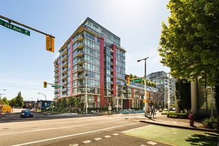 Photo 2: 908 38 W 1ST Avenue in Vancouver: False Creek Condo for sale (Vancouver West)  : MLS®# R2389824