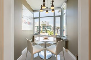 Photo 5: 908 38 W 1ST Avenue in Vancouver: False Creek Condo for sale (Vancouver West)  : MLS®# R2389824