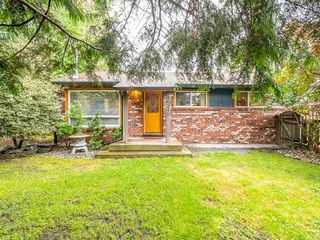 Main Photo: 40249 GOVERNMENT Road in Squamish: Brackendale House for sale : MLS®# R2394580