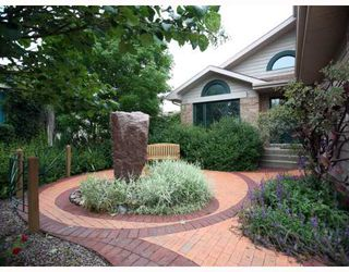 Photo 2: 52 KEELEGATE Place in WINNIPEG: St Vital Residential for sale (South East Winnipeg)  : MLS®# 2915677