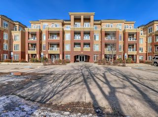 Photo 1: 405 8 Hemlock Crescent SW in Calgary: Spruce Cliff Apartment for sale : MLS®# A1043229