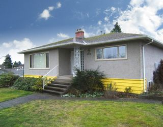 """Photo 2: 4770 DUCHESS Street in Vancouver: Collingwood VE House for sale in """"COLLINGWOOD"""" (Vancouver East)  : MLS®# V809813"""