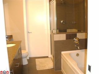 """Photo 7: 104 16483 64TH Avenue in Surrey: Cloverdale BC Condo for sale in """"SAINT ANDREWS"""" (Cloverdale)  : MLS®# F1020760"""